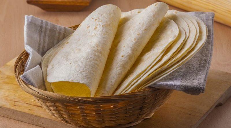 Korb mit mexikanischen Tortillas