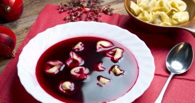 Teller mit Barszcz czerwony (Polnischer Borschtsch)