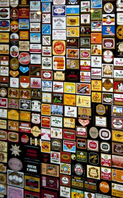 Wand mit sehr viele Etiketten belgischer Biere