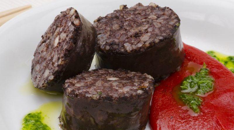 Drei Scheiben Mocilla de Burgos auf einem Teller